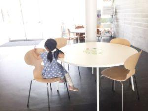 広いテーブル席は 昼食にピッタリ♡