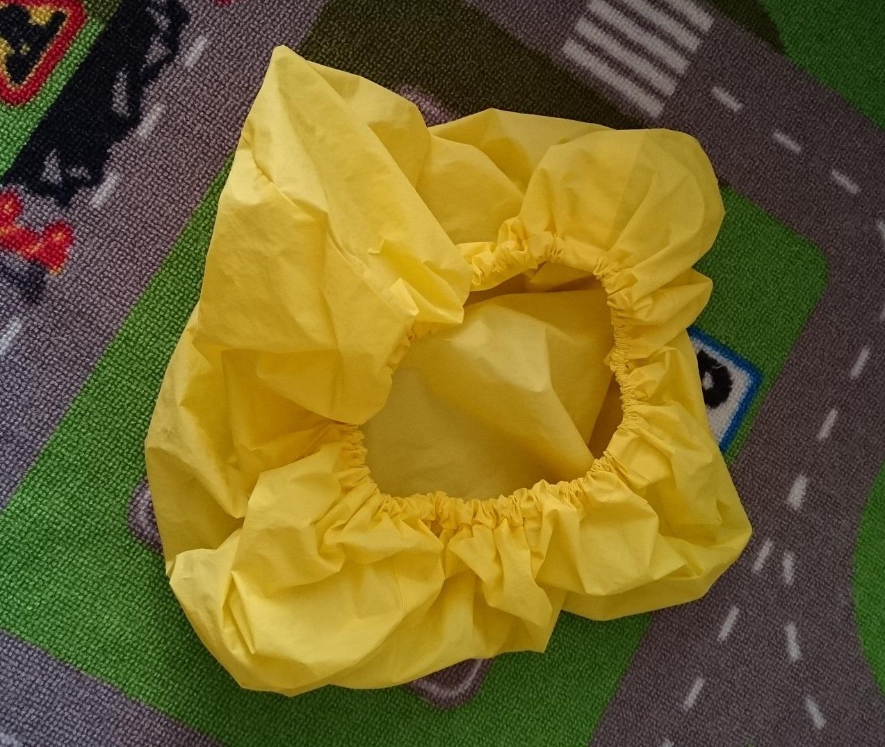 黄色の雨の日用のカバー。かぶせるだけで簡単です