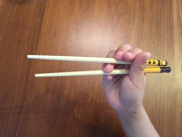 練習前。中指・薬指が変な位置に
