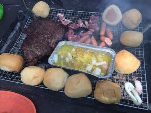 牛かたまり肉とアヒージョとパン