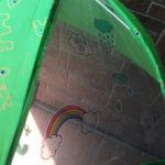 子どもの傘にデコ♪傘の内側から貼ります