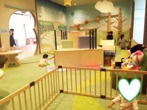 キッズスペースには 赤ちゃん用の囲いもあります
