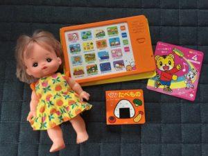我が家ではDVDや子どもの好きなおもちゃを用意
