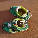 かかとのわっか部分にゴムをつけると、靴の落し物を防げます
